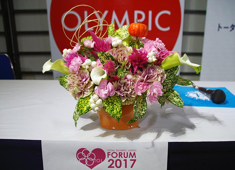 TOLフォーラム2017 杉本美香さんの前に飾ったお花